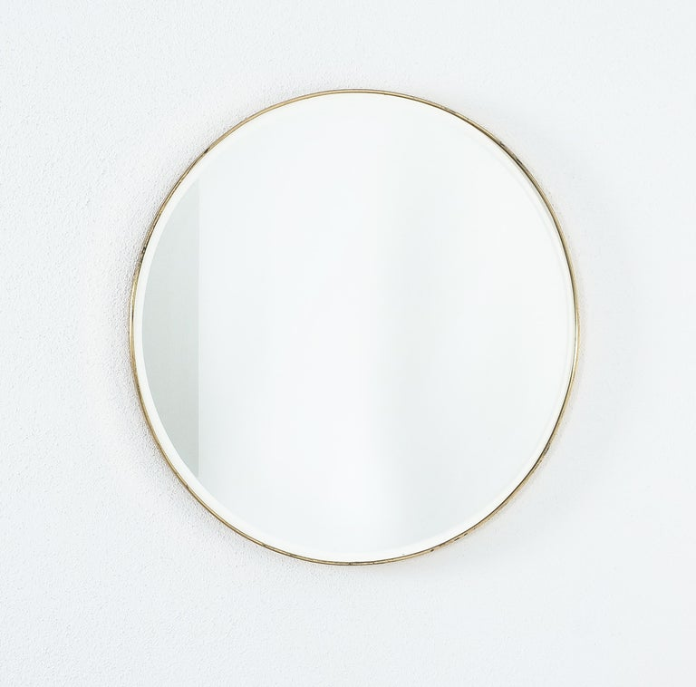 Large Round Brass Wall Mirror Beveled Edges, Italy, circa 1955 For Sale 4