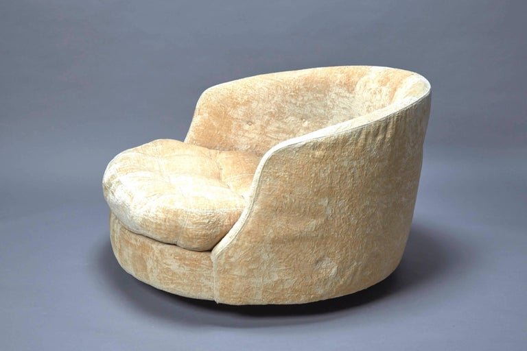 Large Round Swivel Lounge Chair By Milo Baughman For