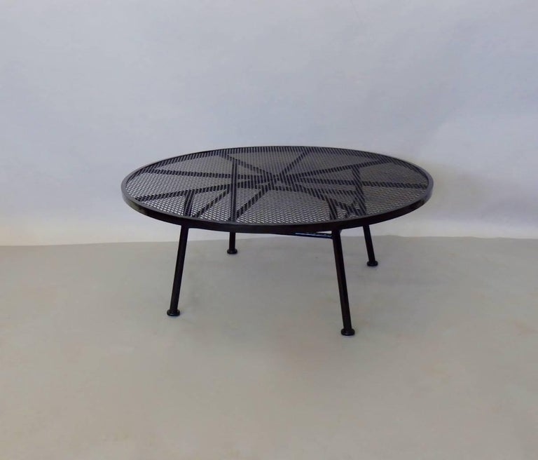 Mid-Century Modern Large Round Woodard Gloss Black Wrought Iron Coffee Cocktail Table For Sale