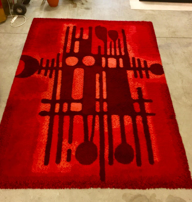 8 ft x 11 ft rya rug designed by Carin Agner Nielsen for Ege, Denmark, circa 1960s. Crafted by Denmark's most successful rug producer, this unique and decorative Nordic design features hand knotted wool and an abstract design pattern called