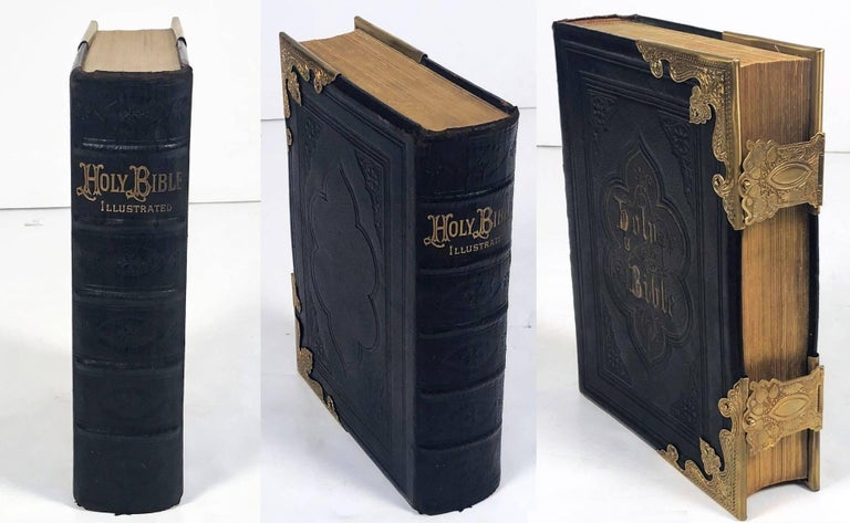 Large Scottish Holy Bible with Clasps from the 19th Century For Sale 1