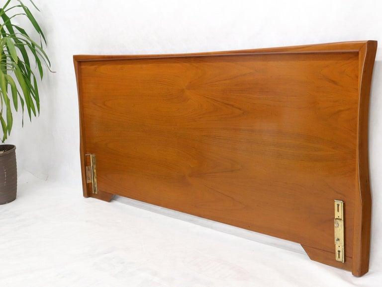 Large Sculptural Light Mid-Century Modern Walnut King Size Headboard Bed In Good Condition For Sale In Rockaway, NJ