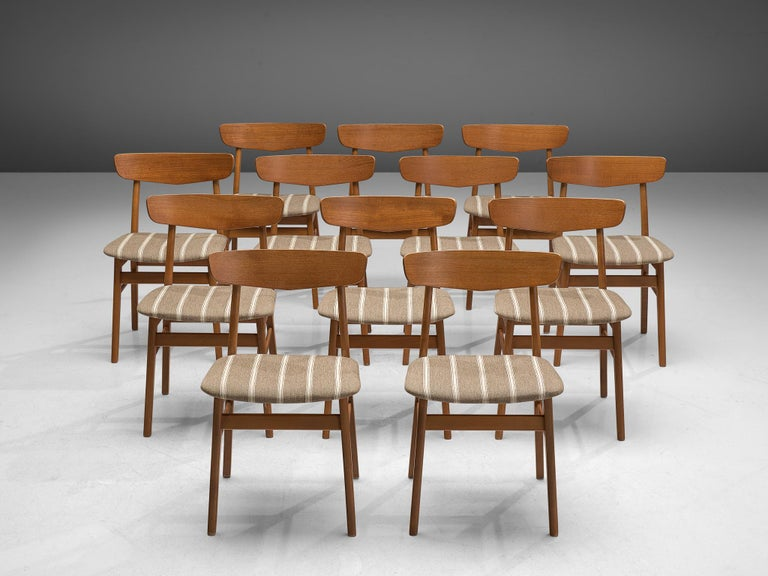 Mid-Century Modern Large Set of 12 Dining Chairs in Teak, Denmark, 1960s For Sale