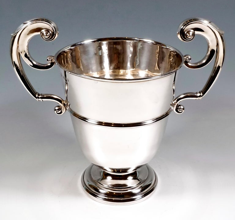 Hand-Crafted Large Silver 925 Champagne Cooler by William Hutton & Sons, Birmingham 1925-1926 For Sale