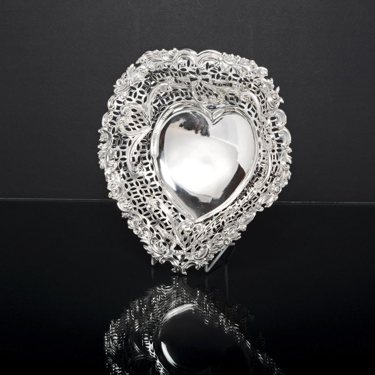 Large Silver Heart Shaped Dish In Good Condition For Sale In London, GB