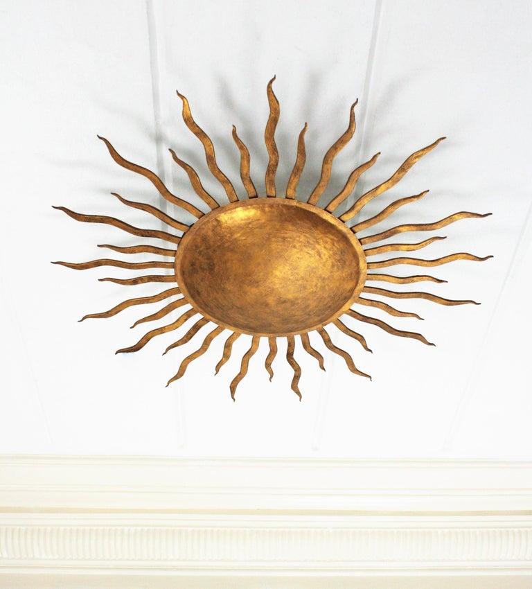 Large Spanish Brutalist Hand-Hammered Gilt Iron Sunburst Ceiling Light Fixture In Excellent Condition For Sale In Barcelona, ES