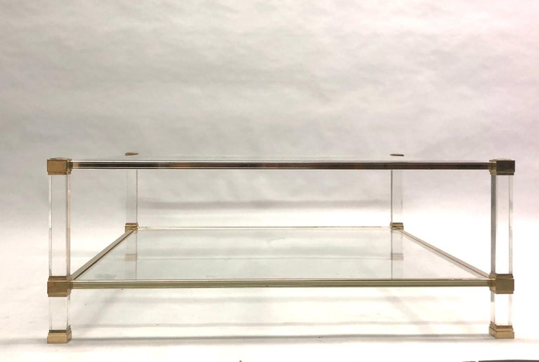 Large Square French Midcentury Double Tier Lucite and Brass Coffee Table, Vandel In Good Condition For Sale In New York, NY