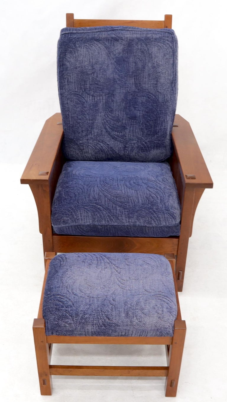Large Stickley Cherry Reclining Chair and Ottoman In Good Condition For Sale In Rockaway, NJ