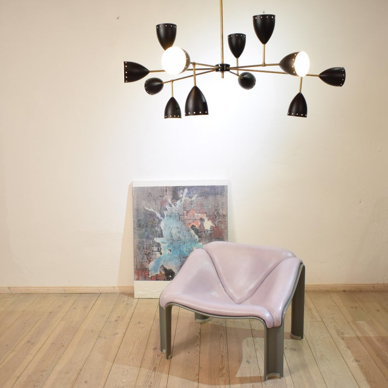 Italian Large Mid-Century Style Stilnovo Chandelier in Brass and Black Lacquered Metal For Sale