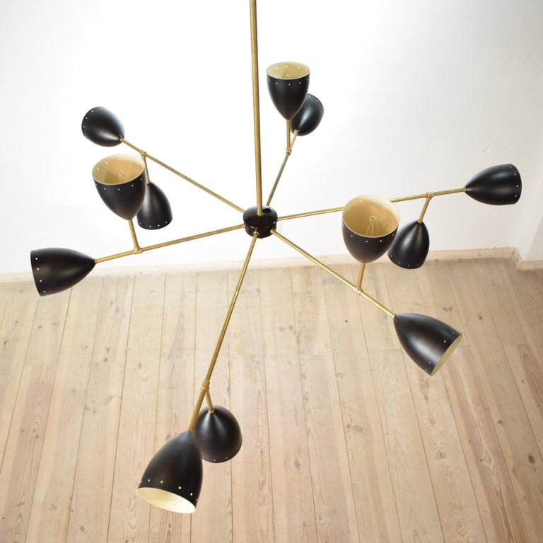 Large Mid-Century Style Stilnovo Chandelier in Brass and Black Lacquered Metal In New Condition For Sale In Berlin, DE