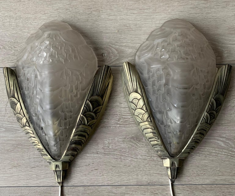 Large and Stylish Pair of Art Deco Bronze & Glass Wall Sconces / Light Fixtures For Sale 14