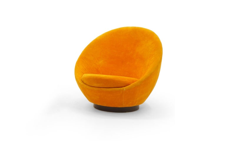 Large Swivel Egg Chair by Milo Baughman, Original Orange For Sale 3