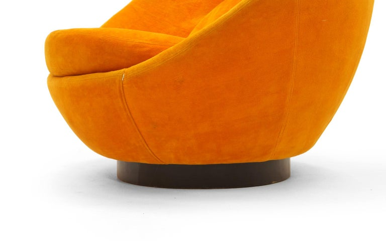Large Swivel Egg Chair by Milo Baughman, Original Orange For Sale 2