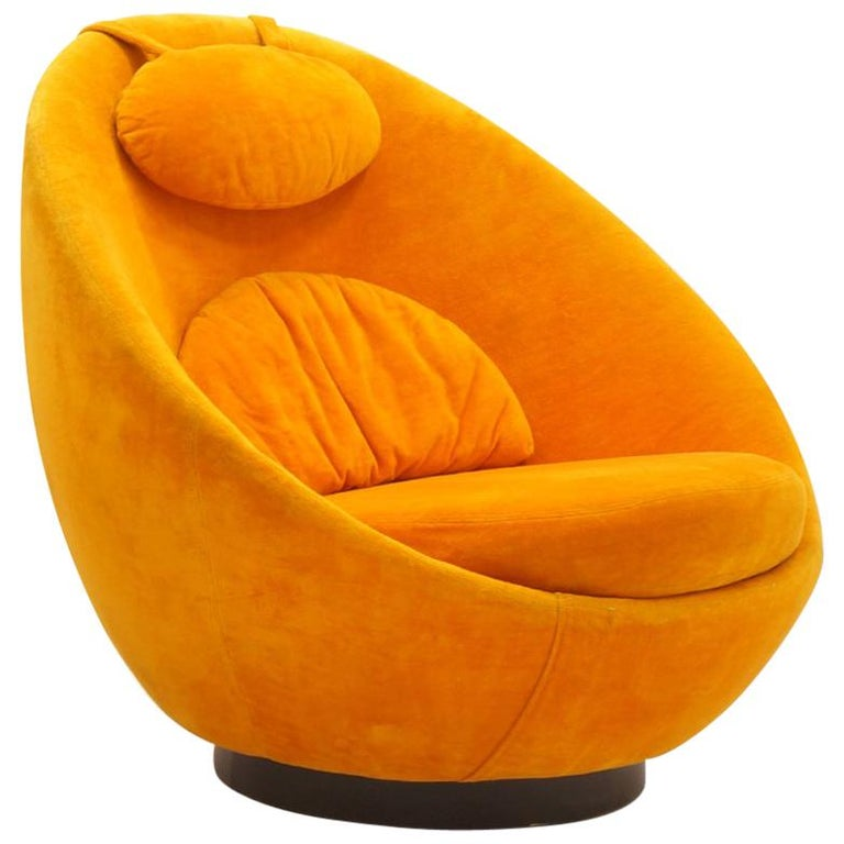 Large Swivel Egg Chair by Milo Baughman, Original Orange For Sale