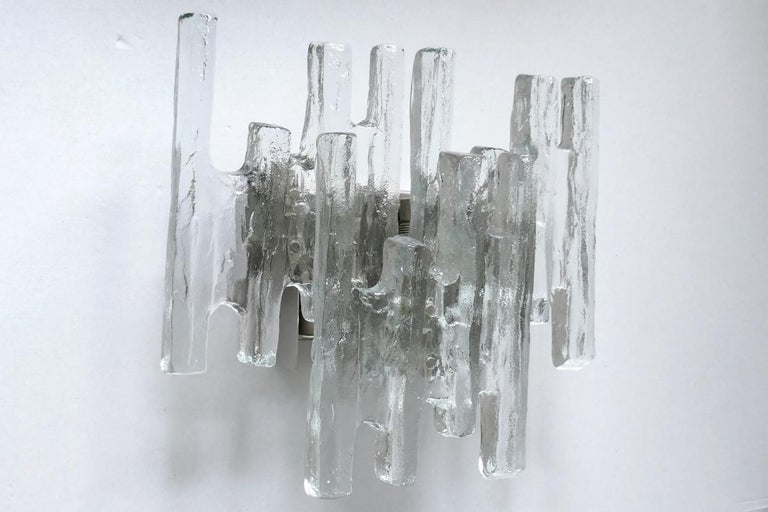 Large Textured Ice Glass Wall Light Sconce by Kalmar, Austria, 1960s In Good Condition For Sale In Berlin, DE