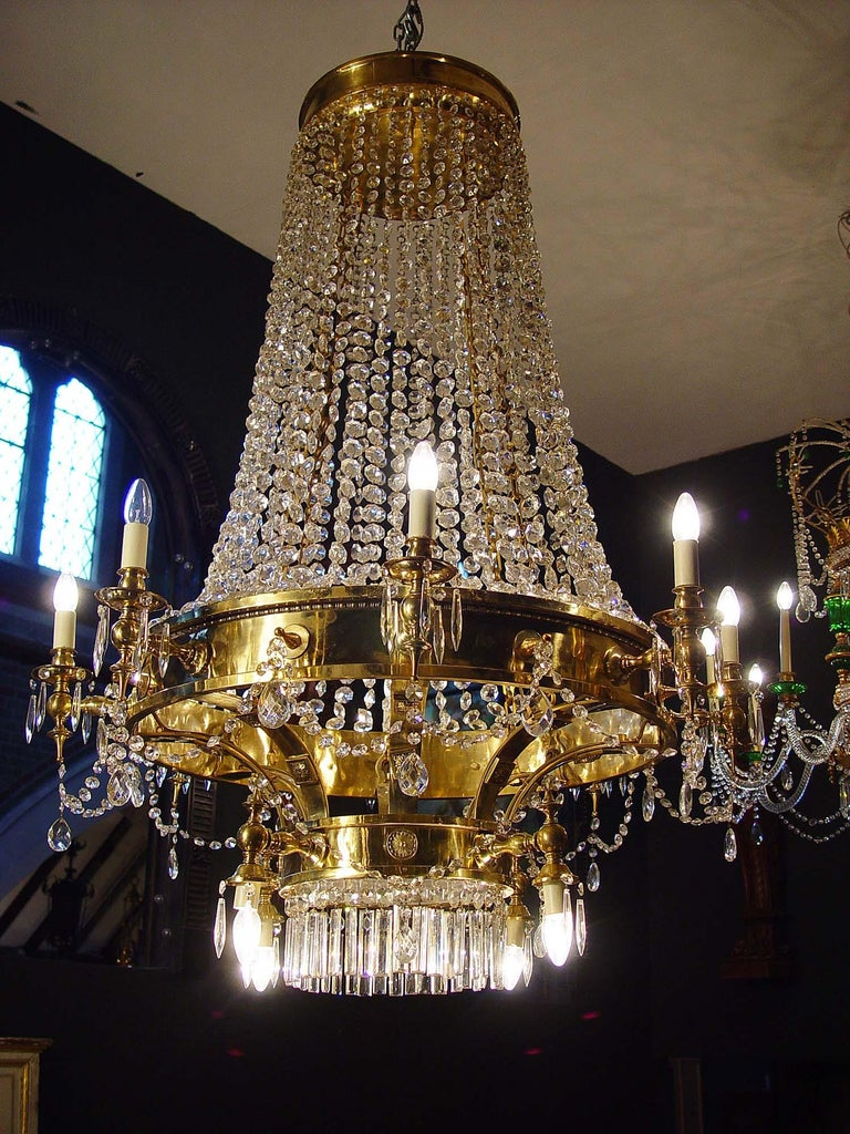Large Twelve-Light Crystal Chandelier in the English Regency Manner In Good Condition For Sale In London, GB