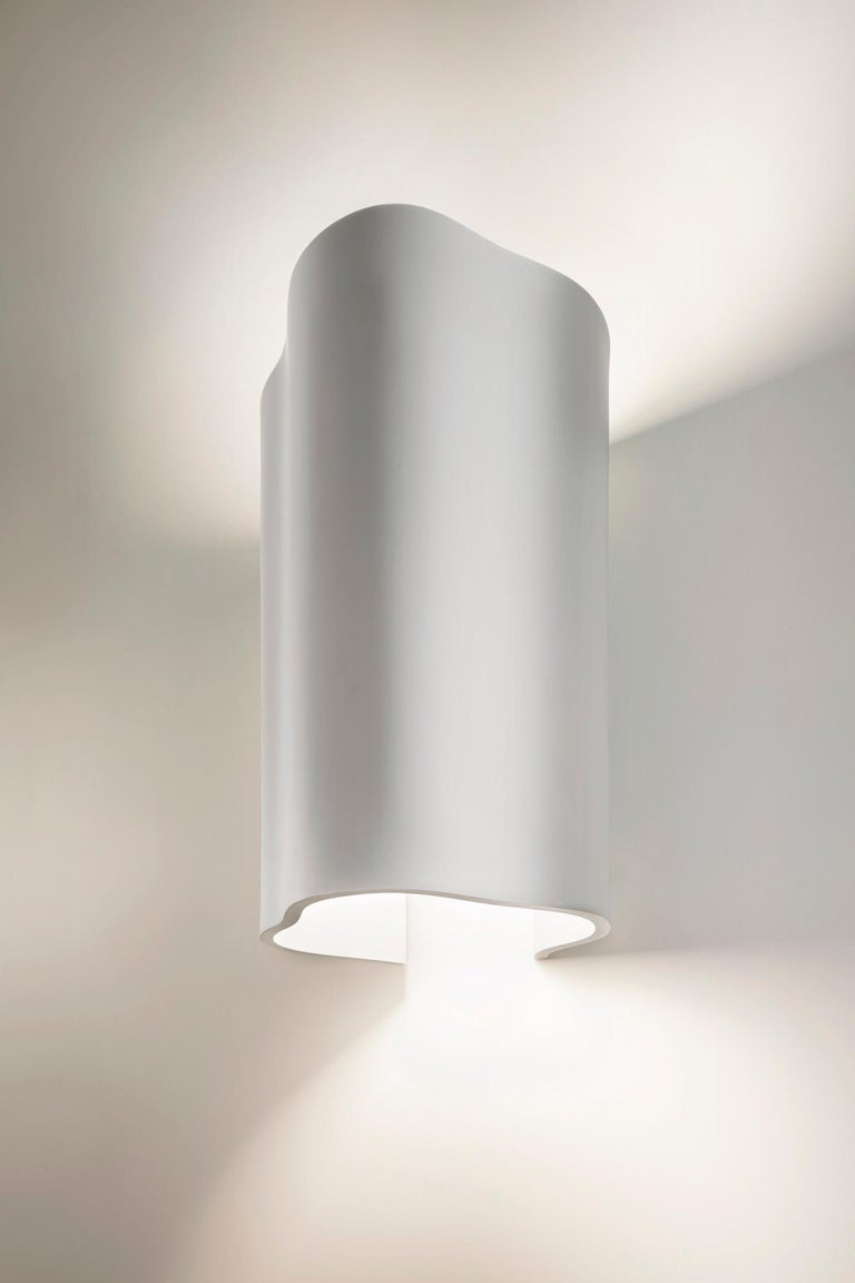 Large Undulating Sculptural Wall Sconce in White Corian In New Condition For Sale In New York, NY