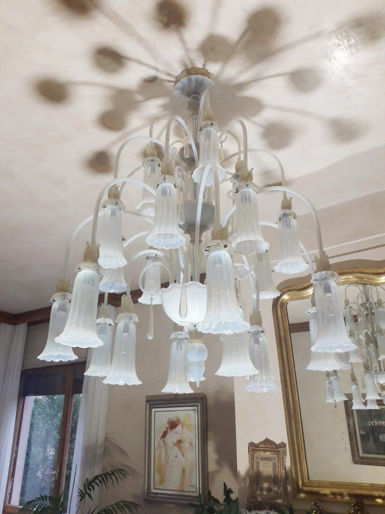 Large Venetian Opaline Chandelier In Good Condition For Sale In Palm Springs, CA