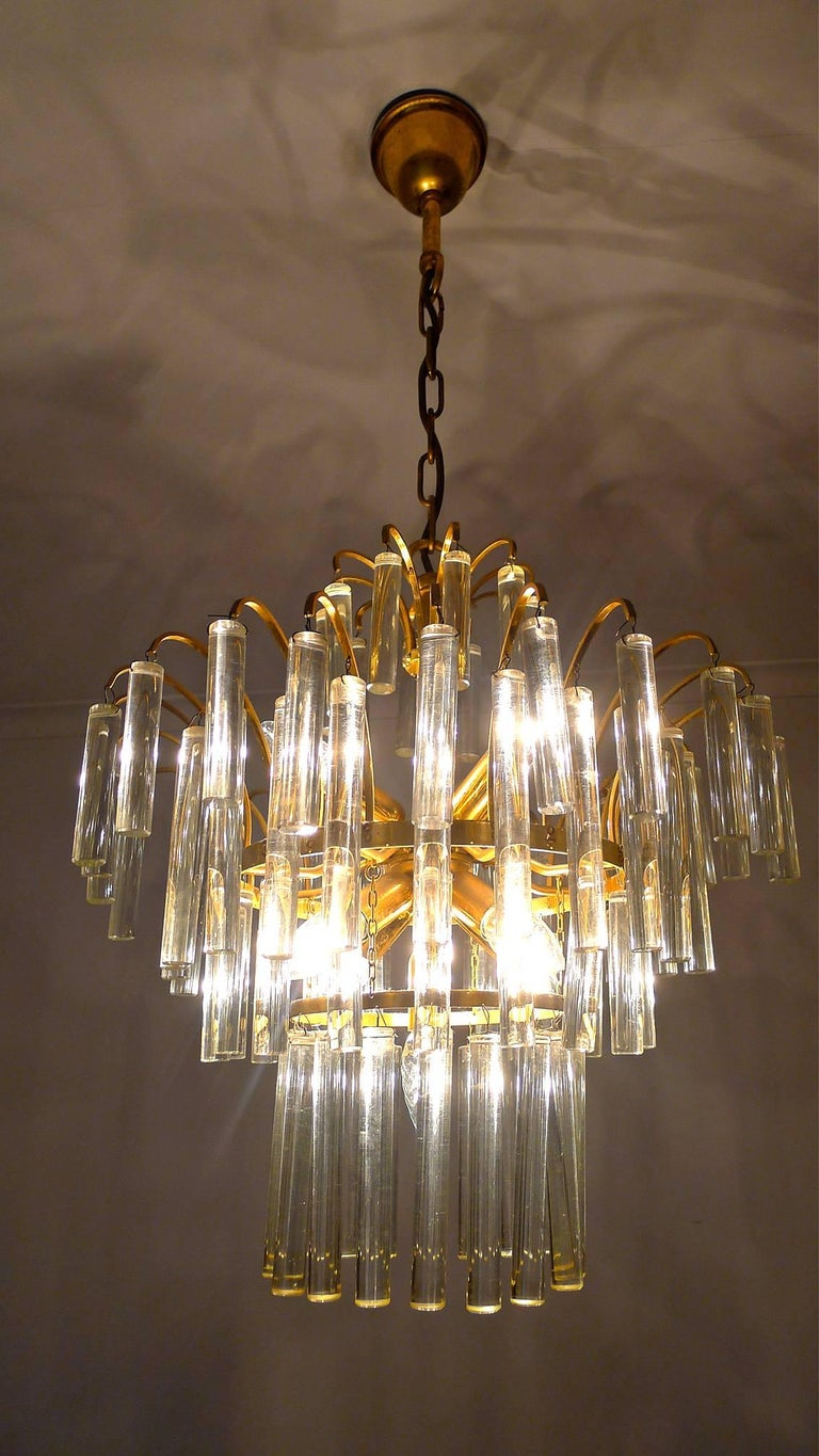 Large Venini Camer Midcentury Gilt Brass 94 Crystal Rods Waterfall Chandelier For Sale 4