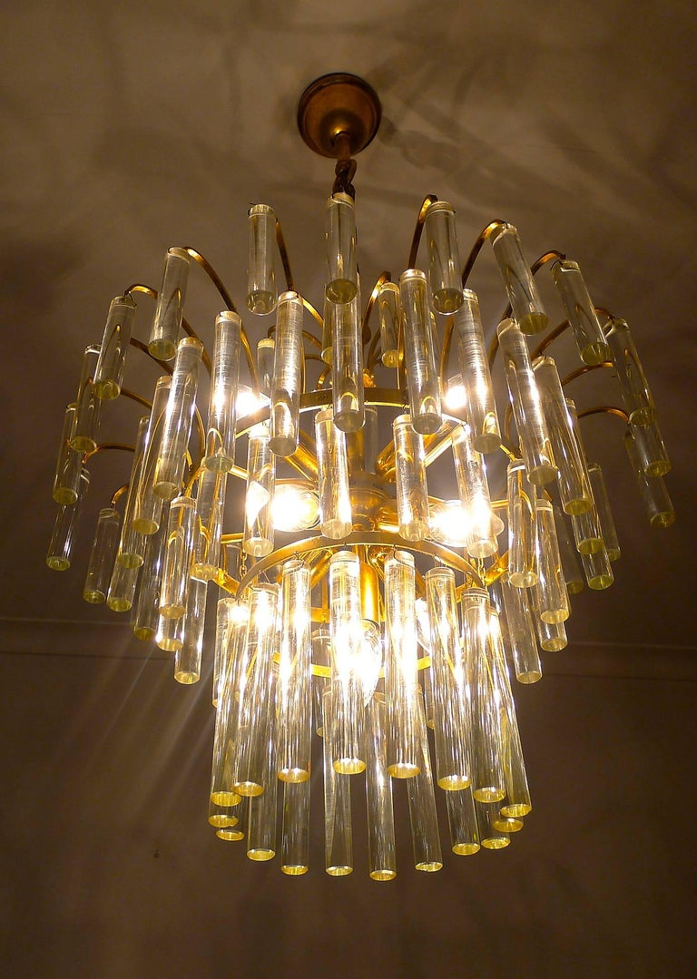 Large Venini Camer Midcentury Gilt Brass 94 Crystal Rods Waterfall Chandelier In Good Condition For Sale In Coimbra, PT