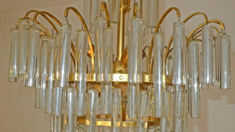 Large Venini Camer Midcentury Gilt Brass 94 Crystal Rods Waterfall Chandelier For Sale 2