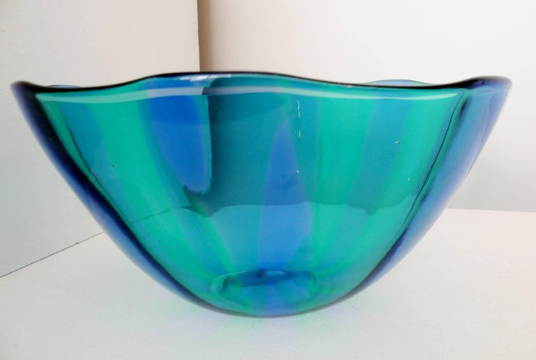 Large Venini Fulvio Bianconi Fasce Verticali Green and Blue Bowl In Excellent Condition For Sale In Denver, CO