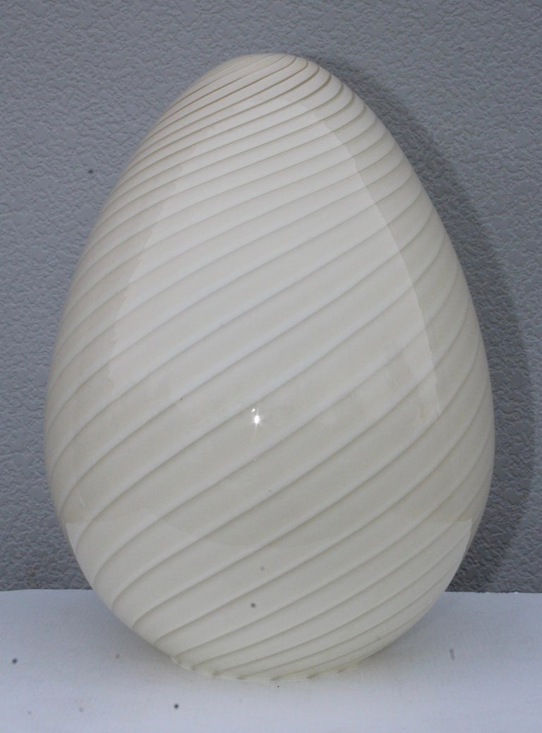 Large Vetri Murano Egg Lamp In Good Condition For Sale In New York City, NY