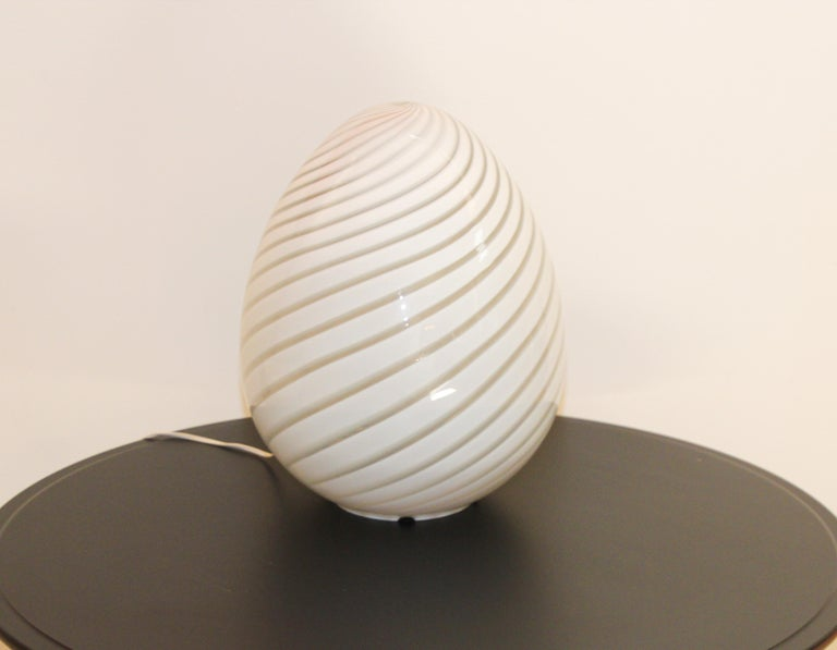 Hand-Crafted Large Vetri Murano White Egg Table Lamp For Sale