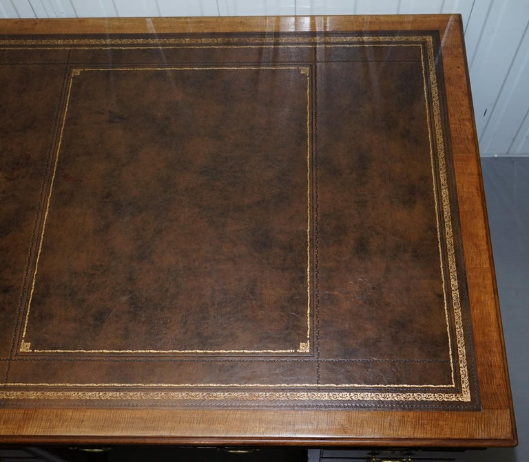 Large Victorian 16-Drawer Double Sided Twin Pedestal Partner Desk Brown Leather In Good Condition In London, GB