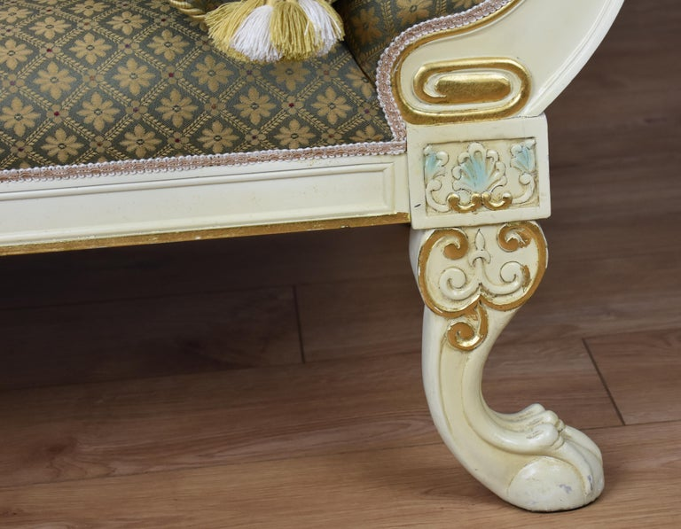 Large Victorian Style Chaise In Good Condition For Sale In Chelmsford, Essex