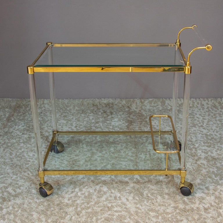 Large Vintage Brass and Plexiglas Two Tiers Italian Trolley, 1980 In Good Condition For Sale In Paris, FR