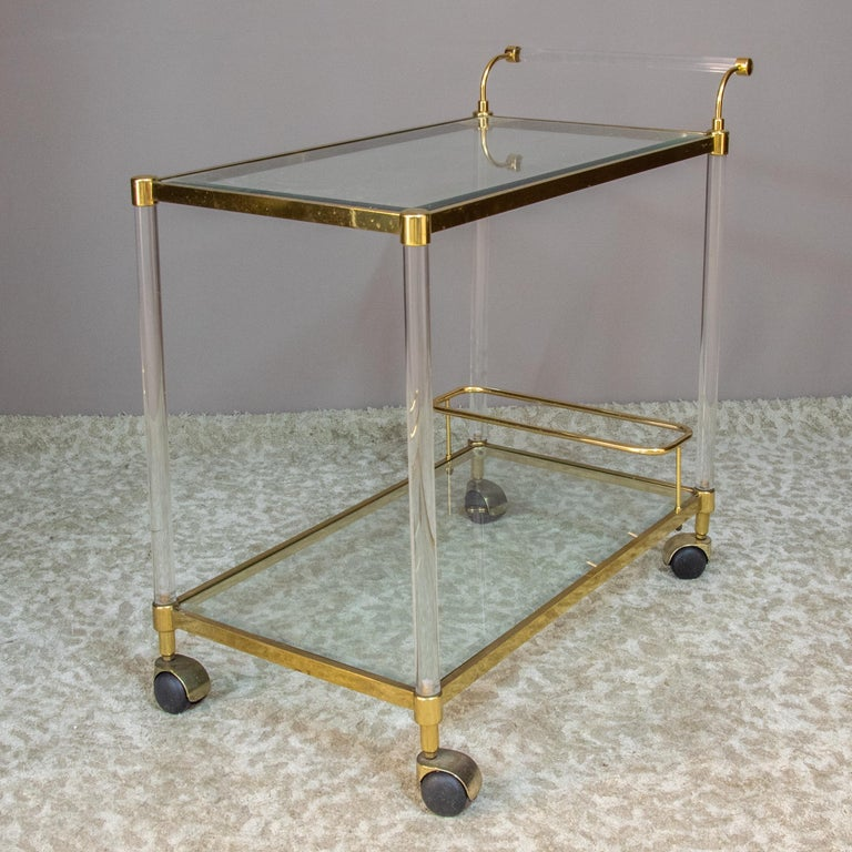 Large Vintage Brass and Plexiglas Two Tiers Italian Trolley, 1980 For Sale 2
