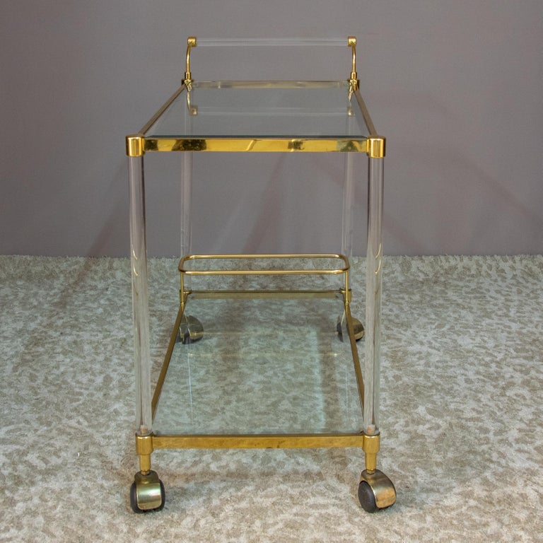Large Vintage Brass and Plexiglas Two Tiers Italian Trolley, 1980 For Sale 4
