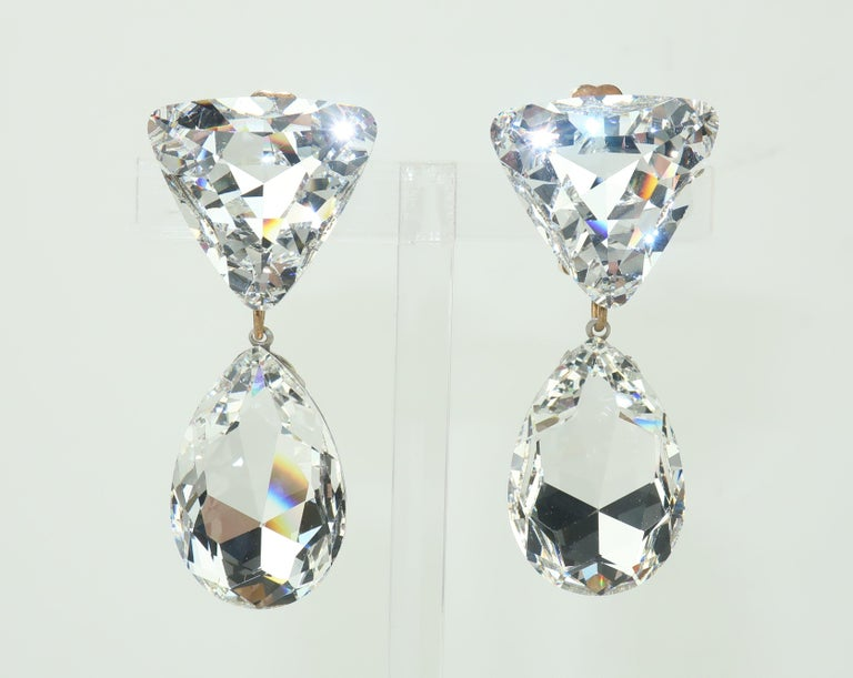 Large Vintage Crystal Drop Clip On Earrings In Good Condition For Sale In Atlanta, GA