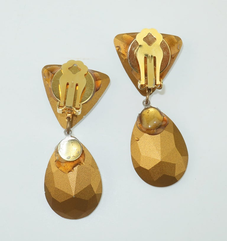 Large Vintage Crystal Drop Clip On Earrings For Sale 1