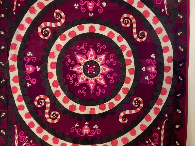 Large Vintage Embroidery Suzani Textile In Good Condition For Sale In Delray Beach, FL