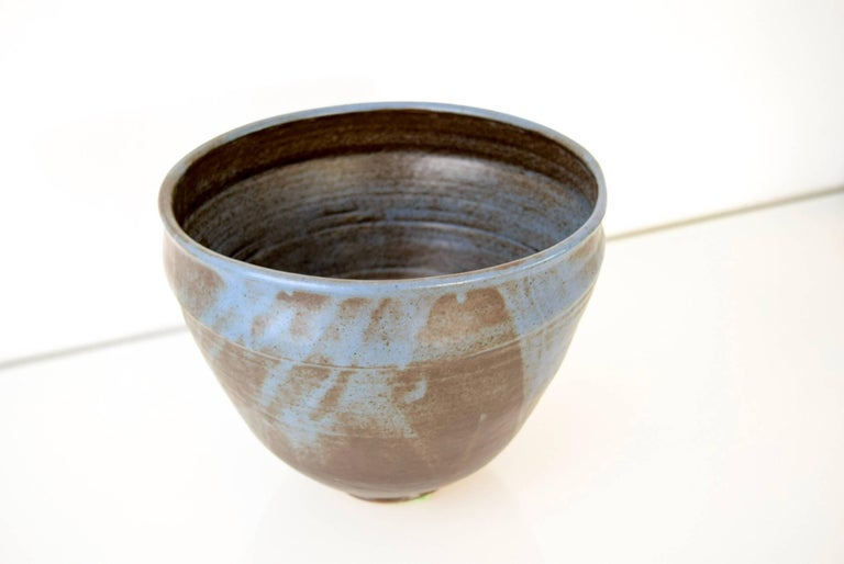Large Vintage Midcentury Handmade Ceramic Pottery Blue Decorative Bowl, 1960s In Good Condition For Sale In Detroit, MI