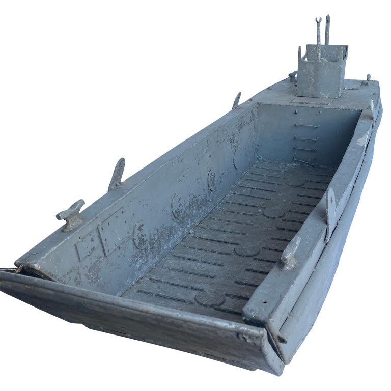Large Vintage Model LCM USN Landing Craft In Good Condition For Sale In Haddonfield, NJ