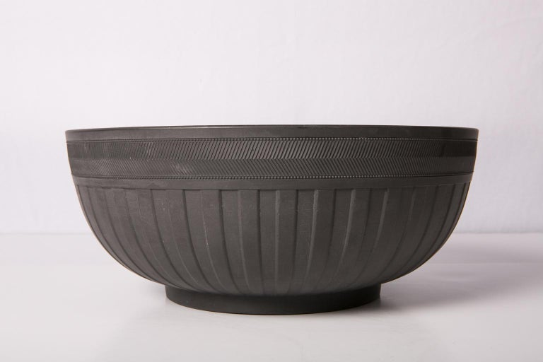Large Wedgwood Black Basalt Bowl In Excellent Condition In New York, NY