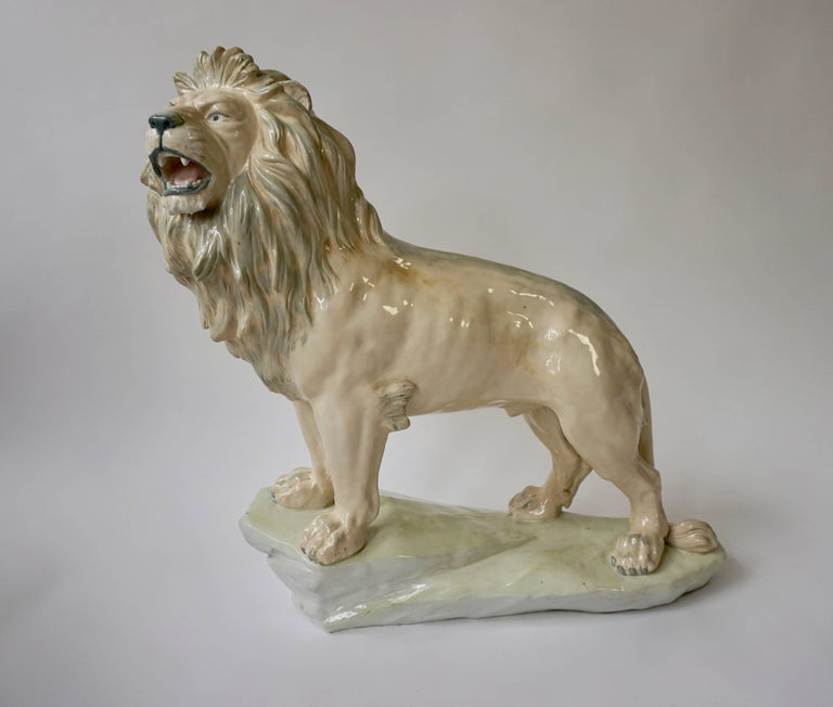 Large White Glazed Pottery Lion Sculpture In Good Condition For Sale In Antwerp, BE