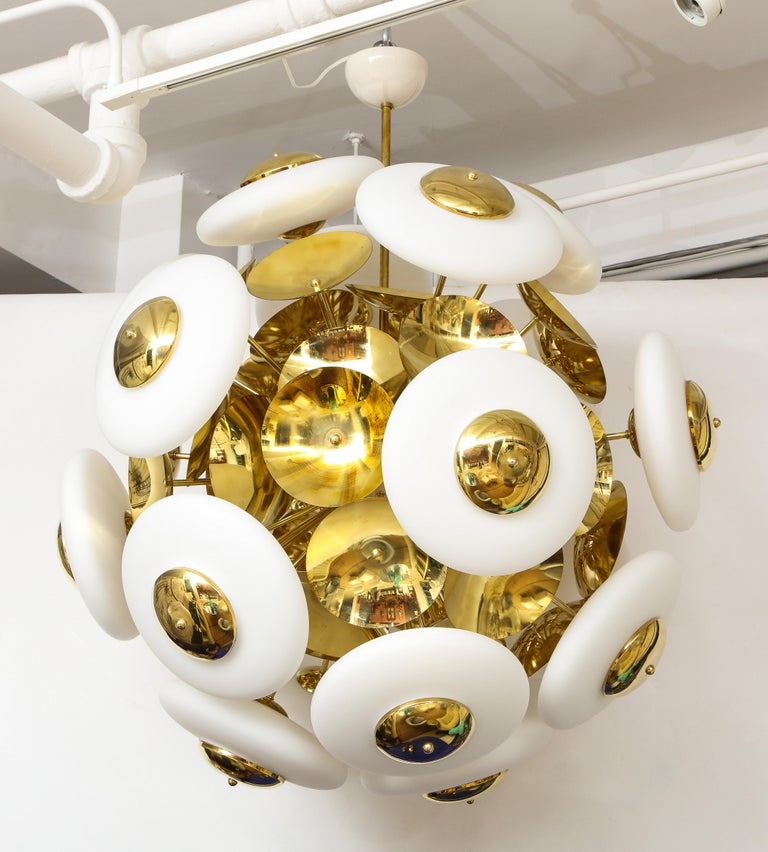Large White Murano Glass and Brass Sphere Sputnik Round Chandelier, Italy For Sale 4