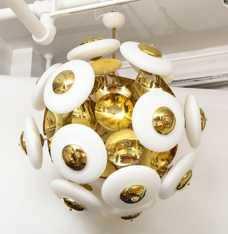 Large White Murano Glass and Brass Sphere Sputnik Round Chandelier, Italy For Sale 5