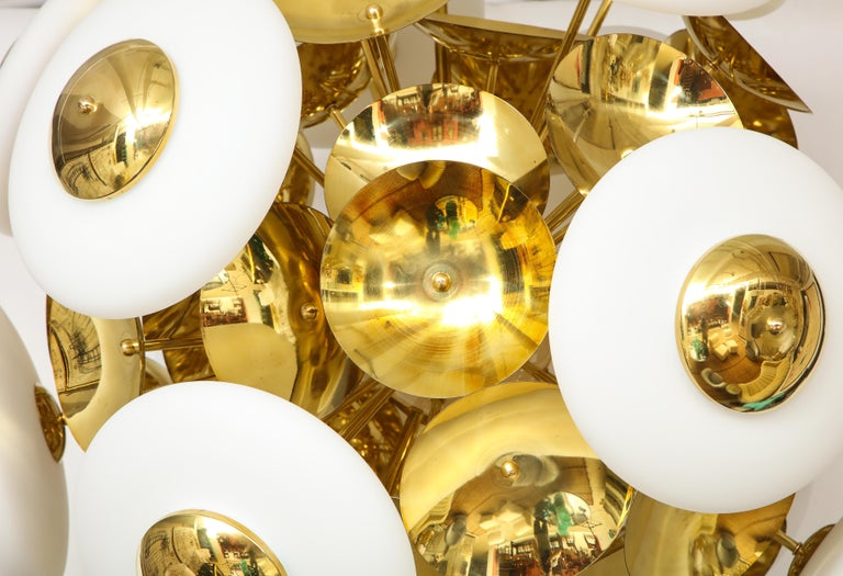 Large White Murano Glass and Brass Sphere Sputnik Round Chandelier, Italy For Sale 7