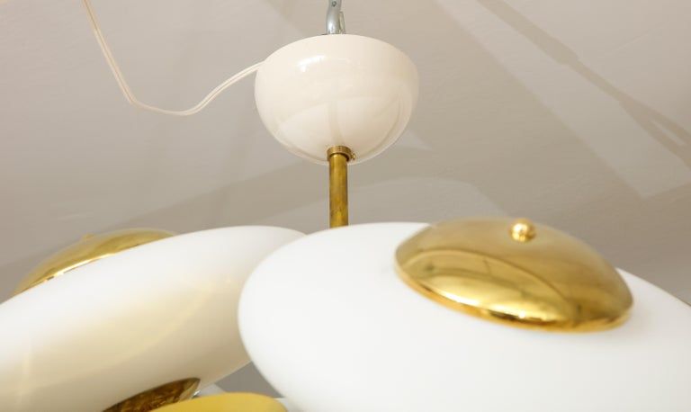 Large White Murano Glass and Brass Sphere Sputnik Round Chandelier, Italy For Sale 8