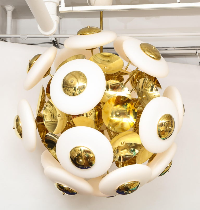 Large White Murano Glass and Brass Sphere Sputnik Round Chandelier, Italy For Sale 10
