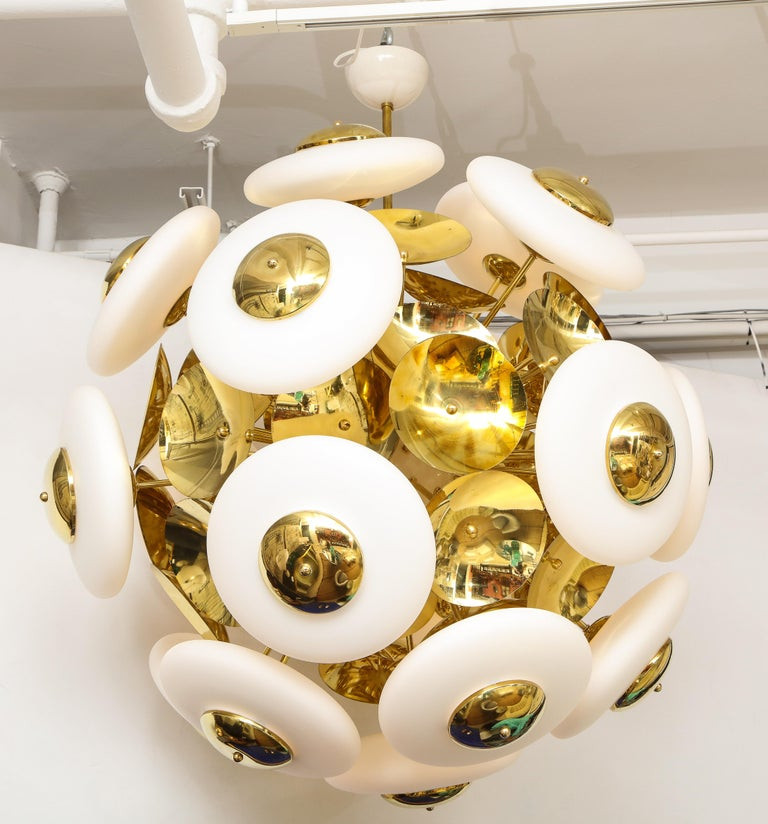 Large White Murano Glass and Brass Sphere Sputnik Round Chandelier, Italy For Sale 11