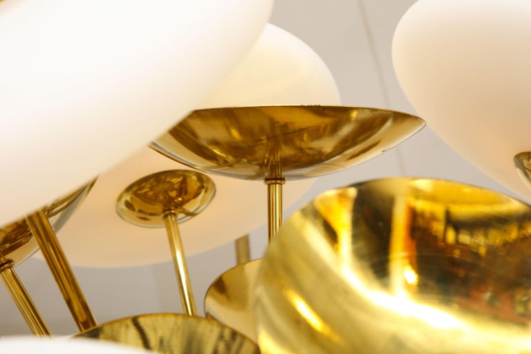 Large White Murano Glass and Brass Sphere Sputnik Round Chandelier, Italy In New Condition For Sale In New York, NY