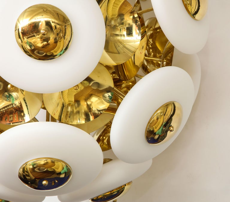 Large White Murano Glass and Brass Sphere Sputnik Round Chandelier, Italy For Sale 2