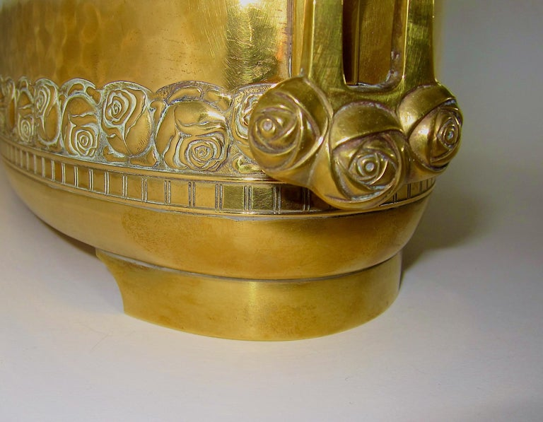 Large WMF Art Nouveau Oval Planter in Golden Yellow Brass, circa 1910 In Good Condition In Los Angeles, CA