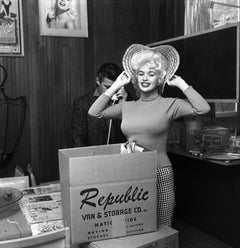 Jayne Mansfield: Moving In Fine Art Print